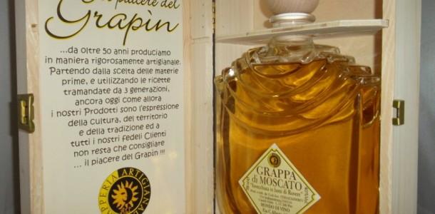 Grappa Moscato invecchiata in bottiglia Santoigne in scatola legno